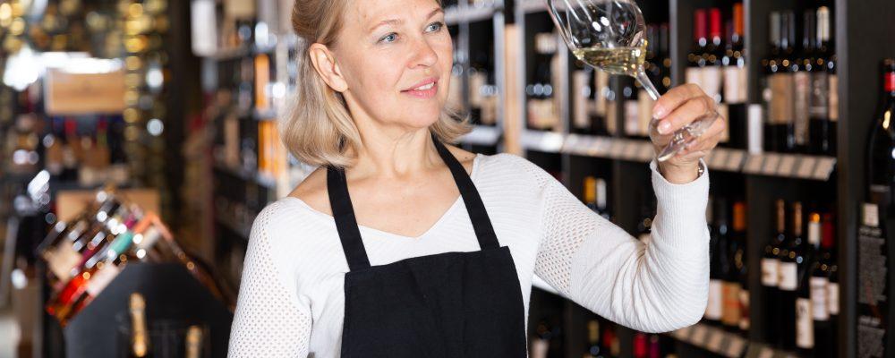 Weinexperte-in / Weinfachberater-in / Weinsommelier
